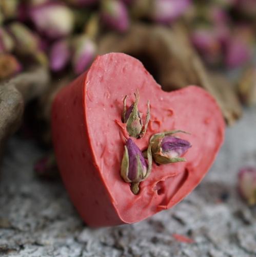 Rosen-Herz mit Rosenknospen