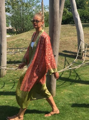 rot-orange-goldfarbener Kimono