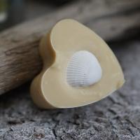 Zitronengras-Minze-Herz mit Muschel
