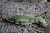 Lavendelfisch mit grünen Streifen